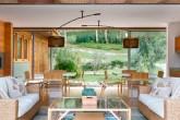 00-casa-na-serra-aposta-em-madeira-e-vidro-para-aproveitar-o-verde