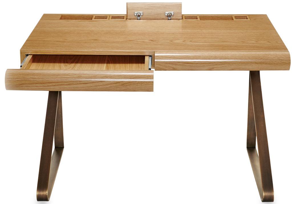 01-arthur-casas-assina-escrivaninha-de-madeira