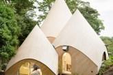 01-casa-no-japao-e-formada-por-varios-volumes-com-telhado-em-forma-de-cone