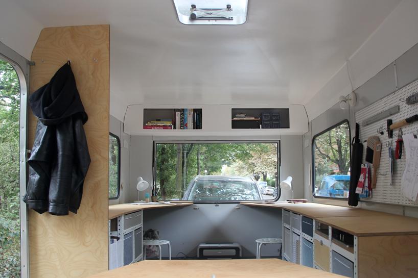 01-coletivo-de-arquitetura-cria-escritorio-sobre-rodas-todo-equipado