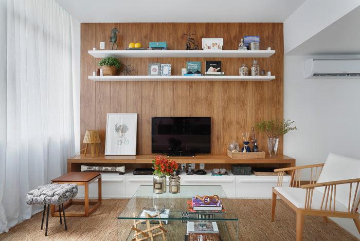 02-apartamento-de-90-m2-no-rio-de-janeiro-aposta-no-branco-e-na-madeira