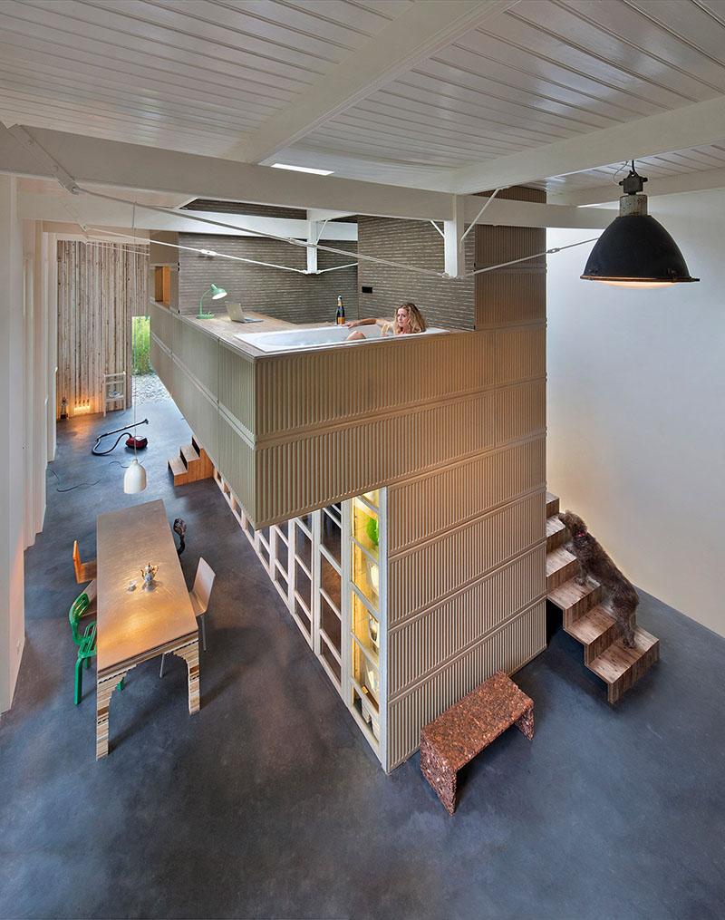 02-arquiteto-transforma-cocheira-do-seculo-19-em-sua-casa-e-escritorio