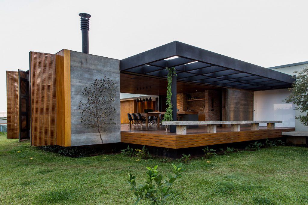 02-casa-em-franca-tem-interiores-que-se-conectam-ao-jardim