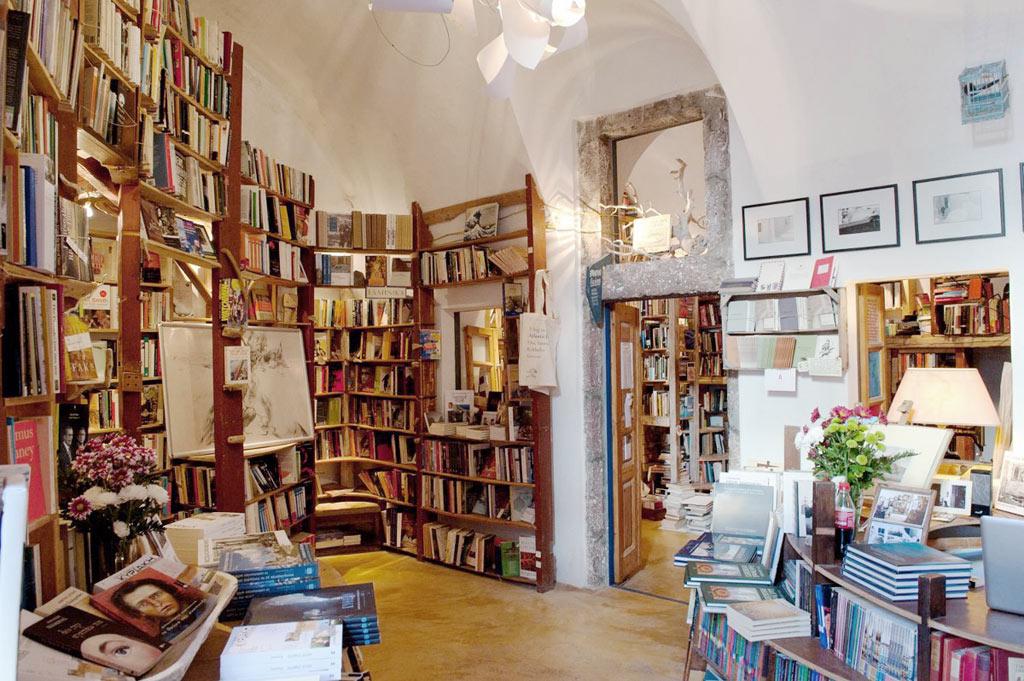 02-livraria-mais-bonita-do-mundo-em-santorini-pode-ser-fechada