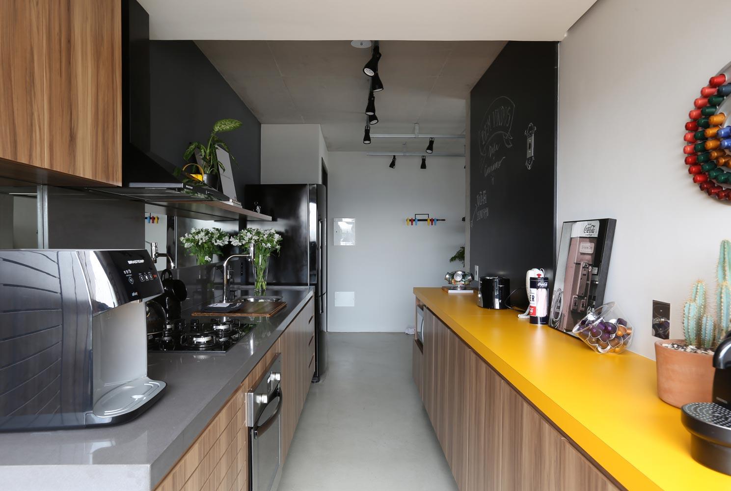 02b-apartamento-de-70-m2-com-estilo-industrial-e-marcenaria-bem-planejada