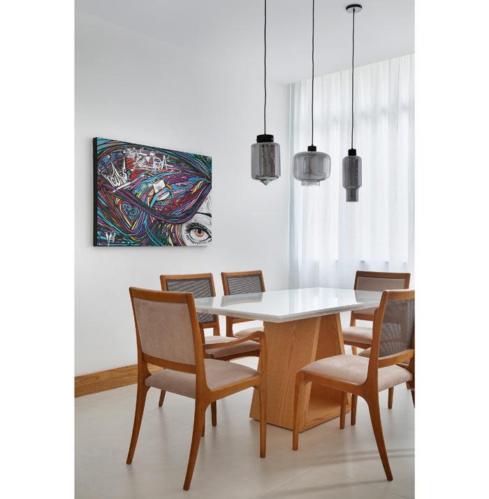 03-apartamento-de-90-m2-no-rio-de-janeiro-aposta-no-branco-e-na-madeira