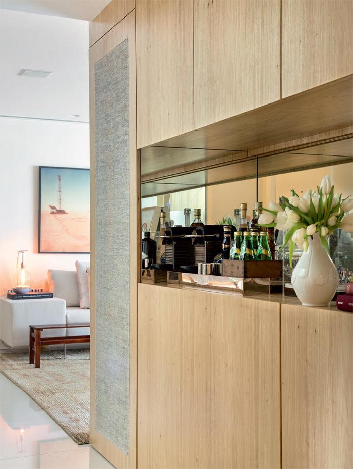 03-apartamento-grande-no-rio-e-luminoso-e-tem-decor-suave-e-elegante