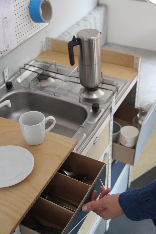 03-coletivo-de-arquitetura-cria-escritorio-sobre-rodas-todo-equipado