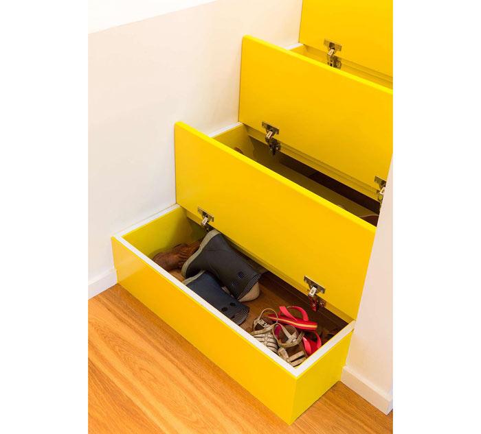 03-escada-amarela-esconde-gavetas-para-guardar-objetos-da-casa