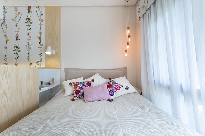 03-quarto-para-descansar-e-estudar-com-decor-florido