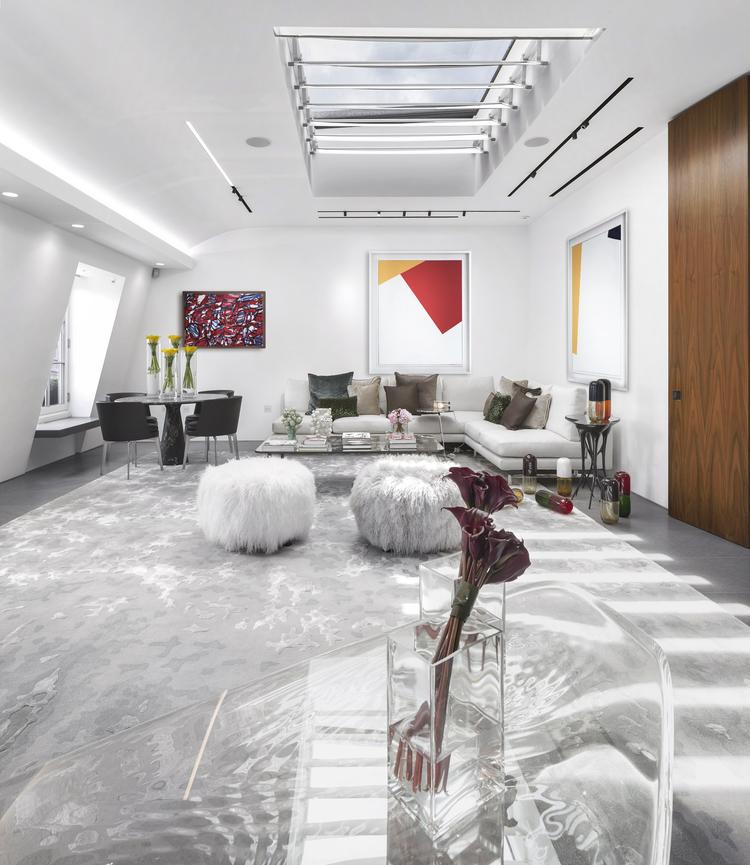 03-em-londres--cobertura-triplex-expoe-colecao-arte-moradores-fernanda-marques