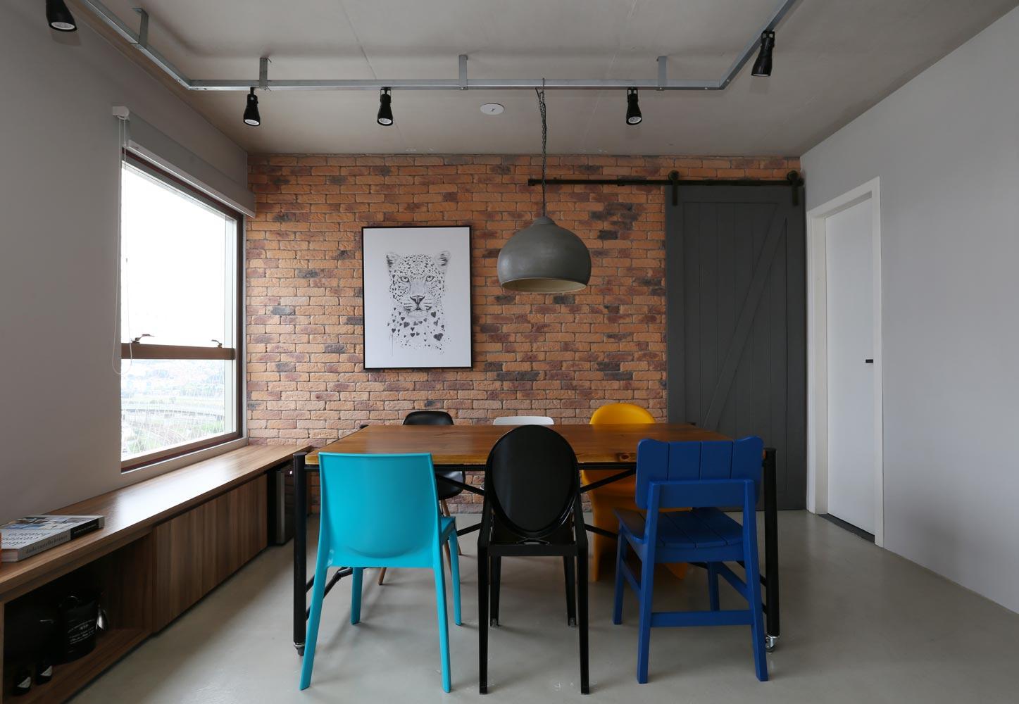 03b-apartamento-de-70-m2-com-estilo-industrial-e-marcenaria-bem-planejada