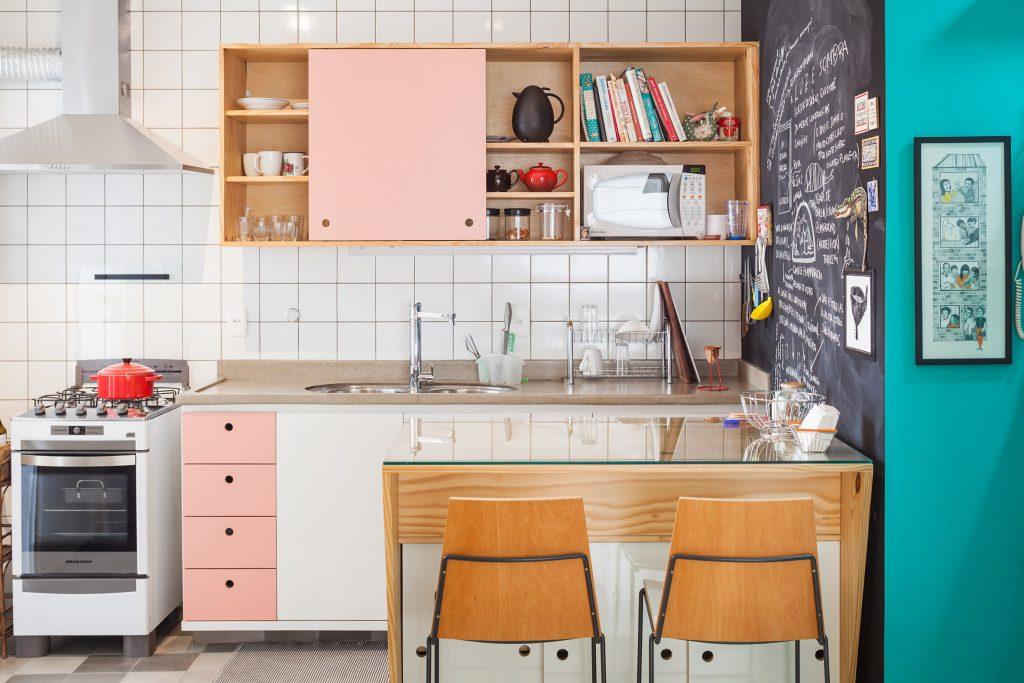 04-apartamento-de-ilustradora-se-torna-aberto-e-iluminado