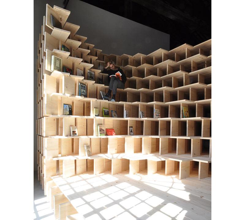 04-biblioteca-abraca-o-espaco-do-pavilhao-esloveno-na-bienal-de-veneza