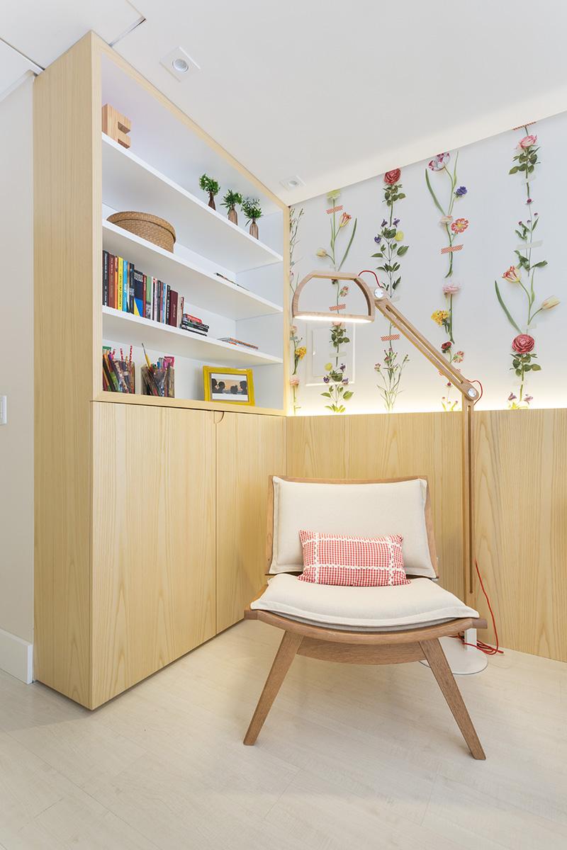 04-quarto-para-descansar-e-estudar-com-decor-florido