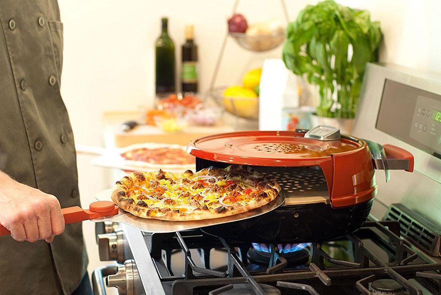 04-este-forno-portatil-deixa-que-voce-asse-pizza-em-casa-em-seis-minutos