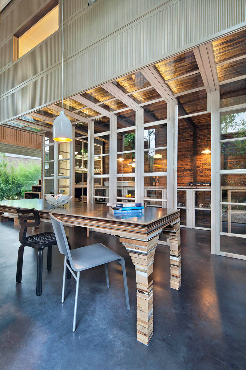05-arquiteto-transforma-cocheira-do-seculo-19-em-sua-casa-e-escritorio