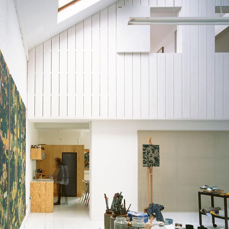 05a-galpoes-transformados-em-casas-casa-de-um-pintor