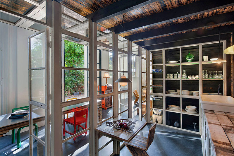 06-arquiteto-transforma-cocheira-do-seculo-19-em-sua-casa-e-escritorio