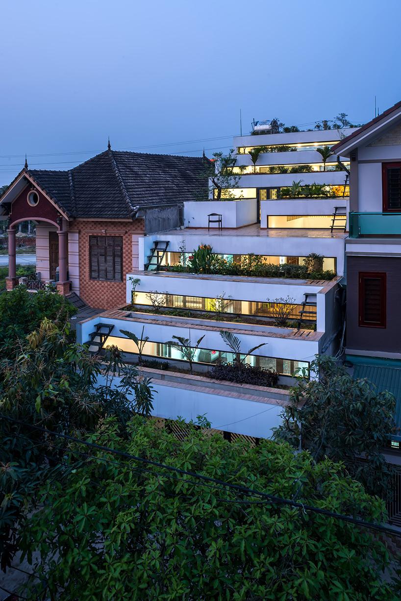 06-casa-no-vietna-tem-nove-terracos-verdes-escalonados