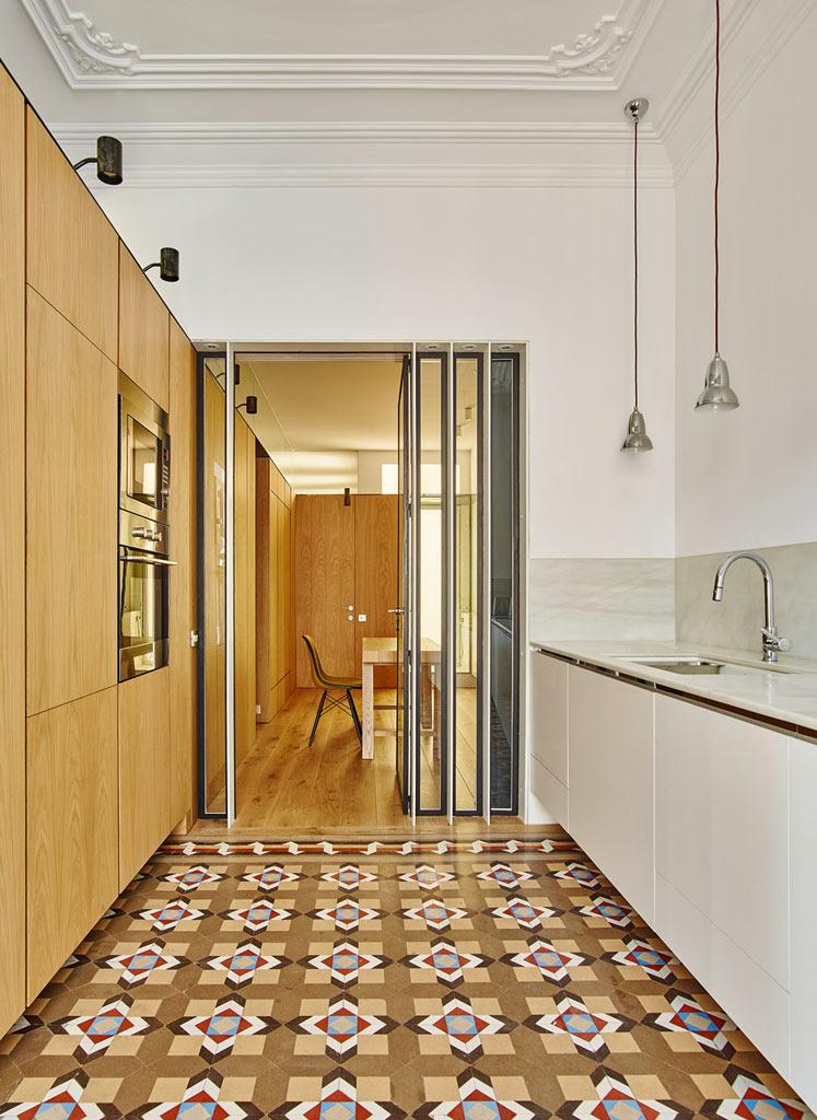 06-um-so-armario-transformou-esse-apartamento-antigo
