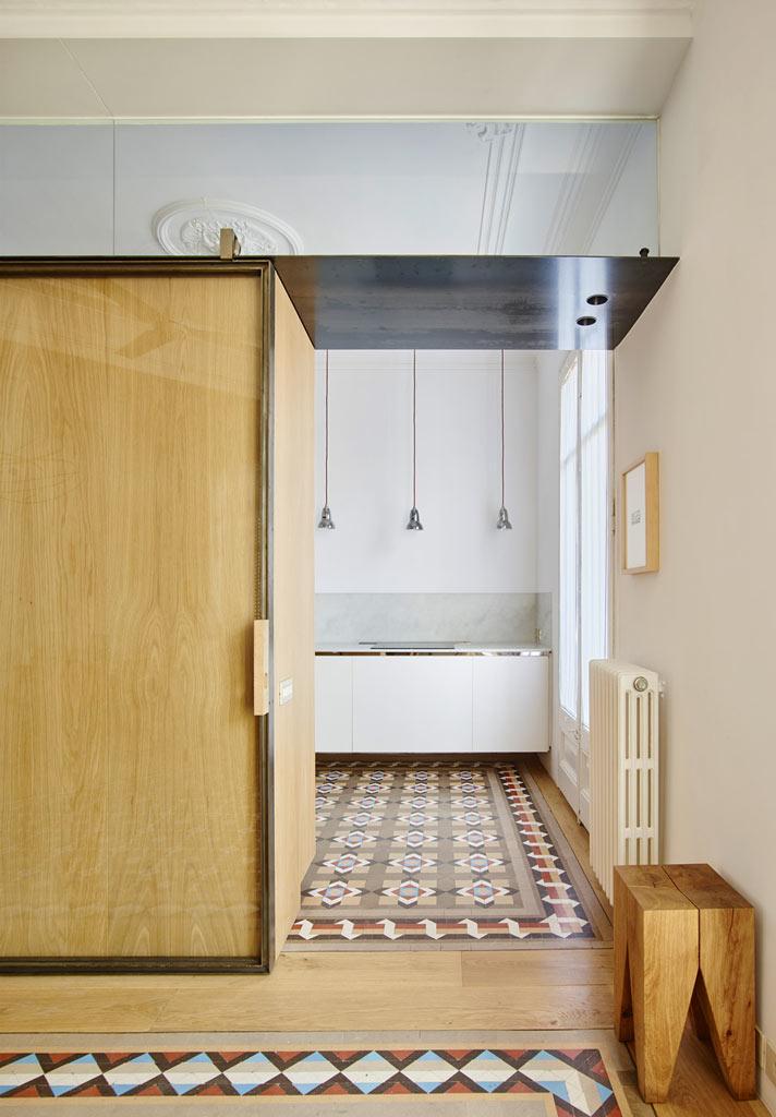 07-um-so-armario-transformou-esse-apartamento-antigo