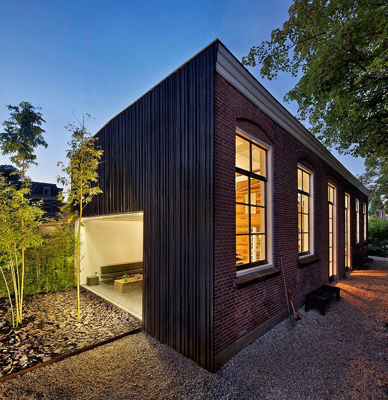 08-arquiteto-transforma-cocheira-do-seculo-19-em-sua-casa-e-escritorio