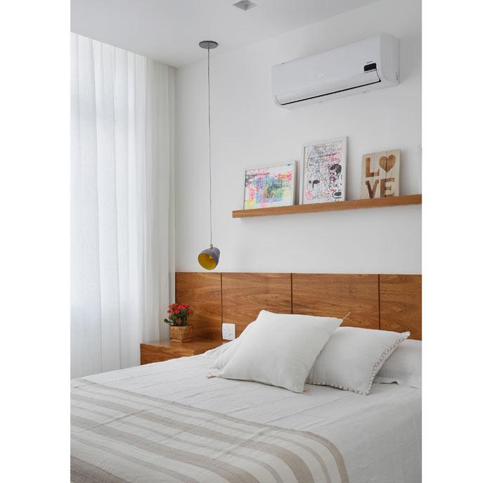 09-apartamento-de-90-m2-no-rio-de-janeiro-aposta-no-branco-e-na-madeira