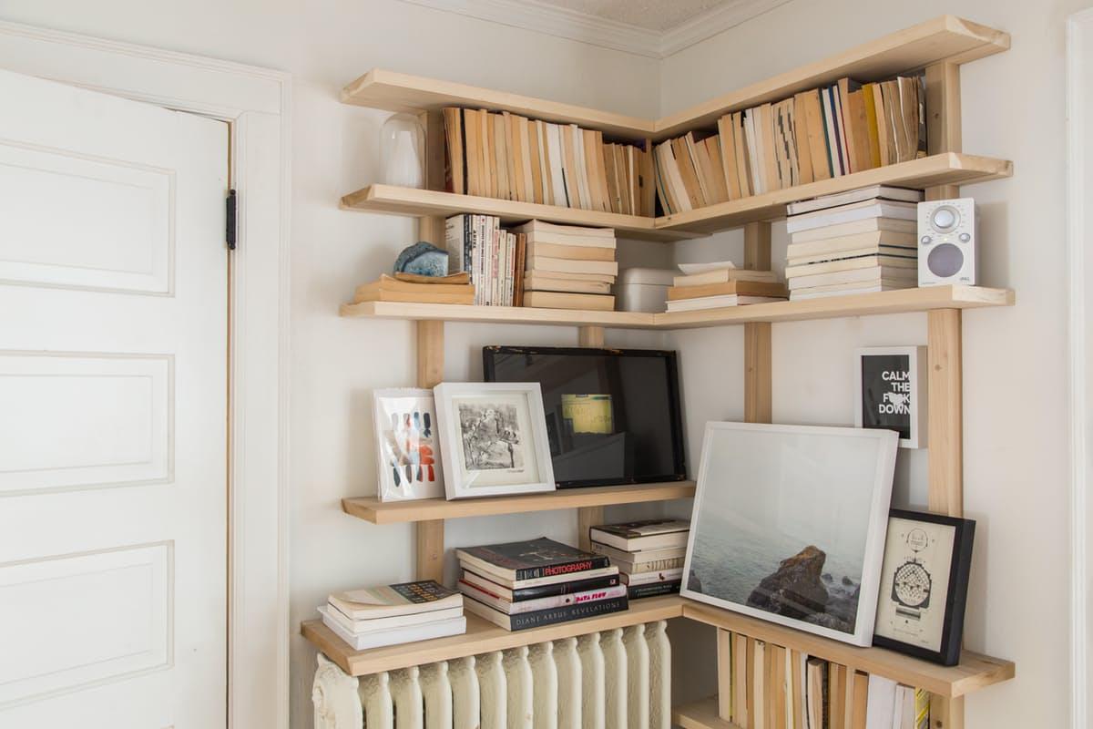 1-maneiras-estilosas-de-expor-seus-livros-estantes