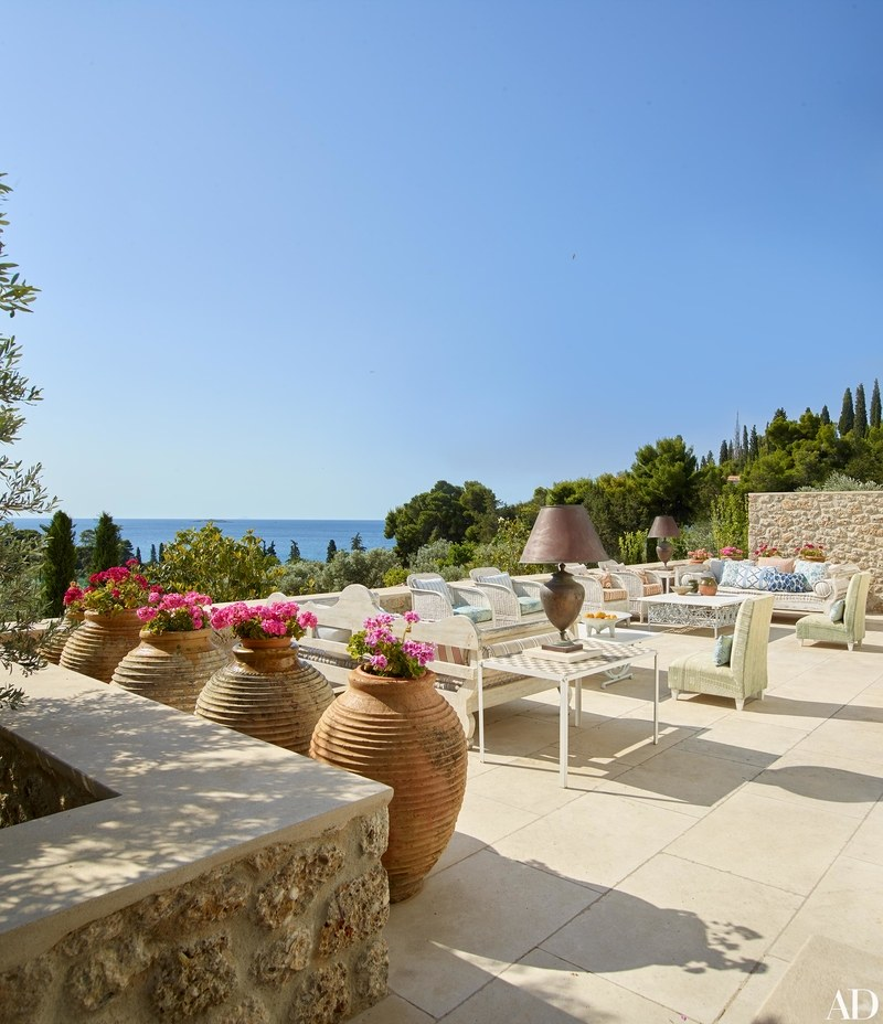 10-visita-guiada-casa-de-ferias-grega-investe-no-azul-claro-praiano