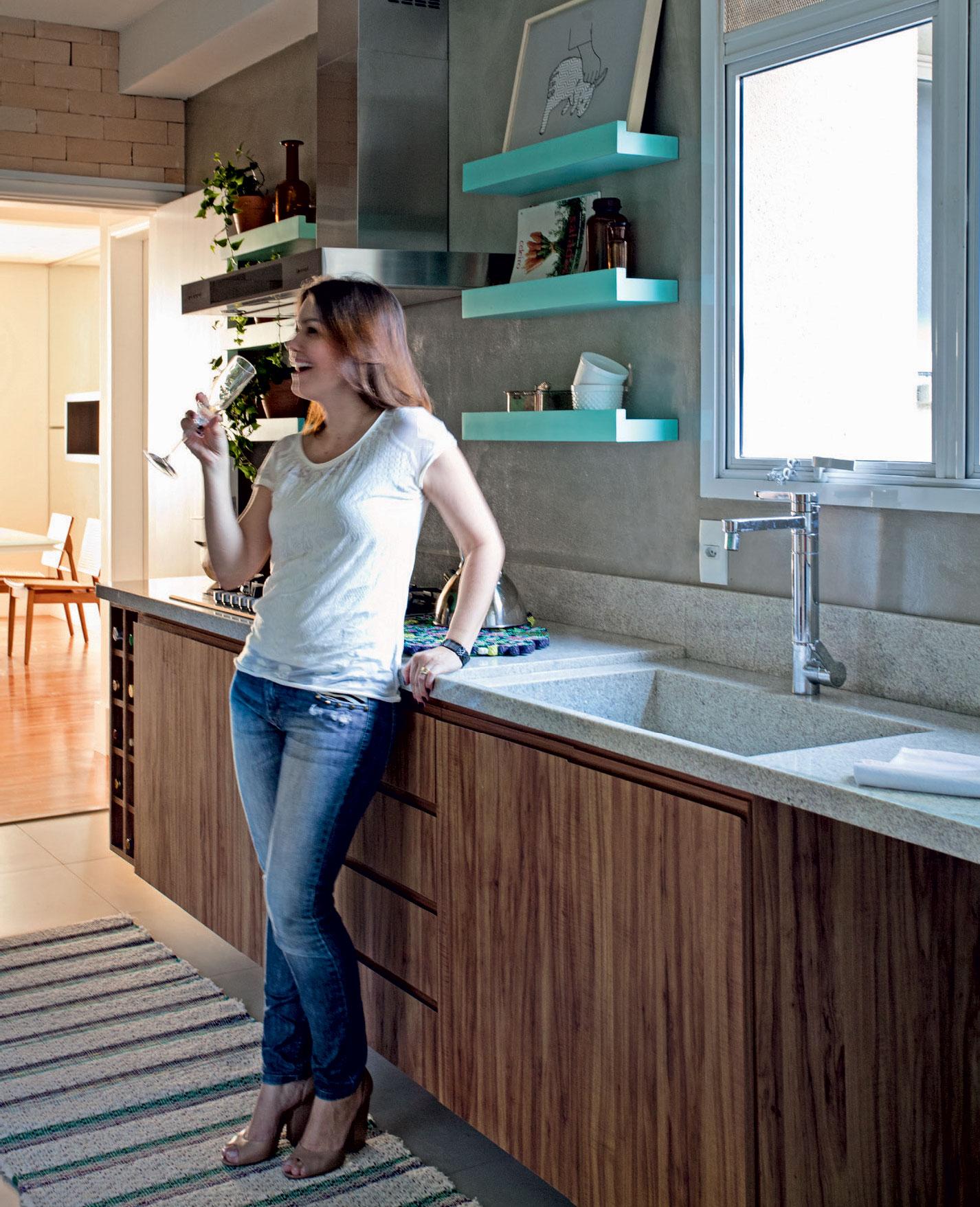 128-cozinha-em-turquesa-e-cinza-com-ceramicas-que-imitam-tijolos-6