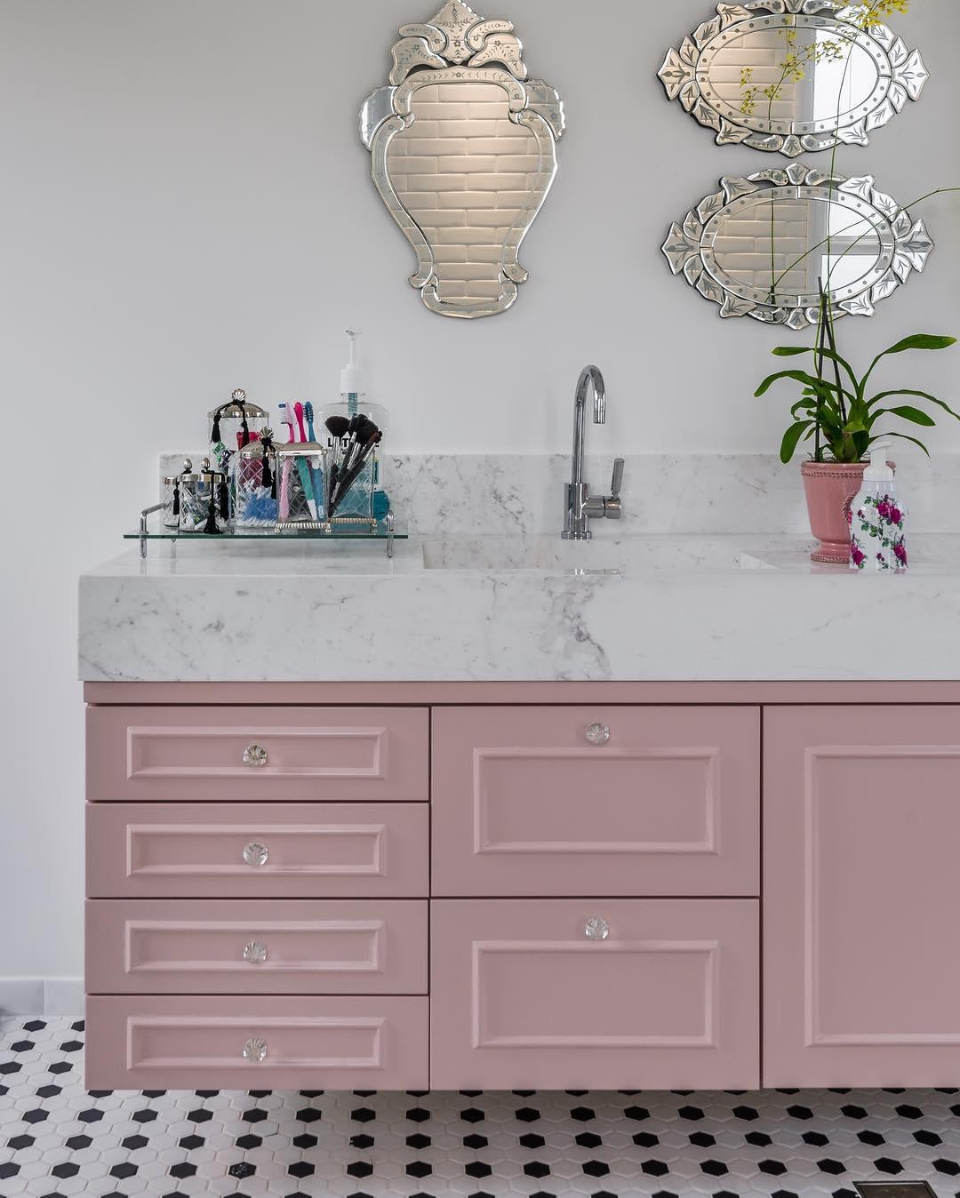 banheiro-com-espelho-veneziano-gabinete-rosa-andrea-murao