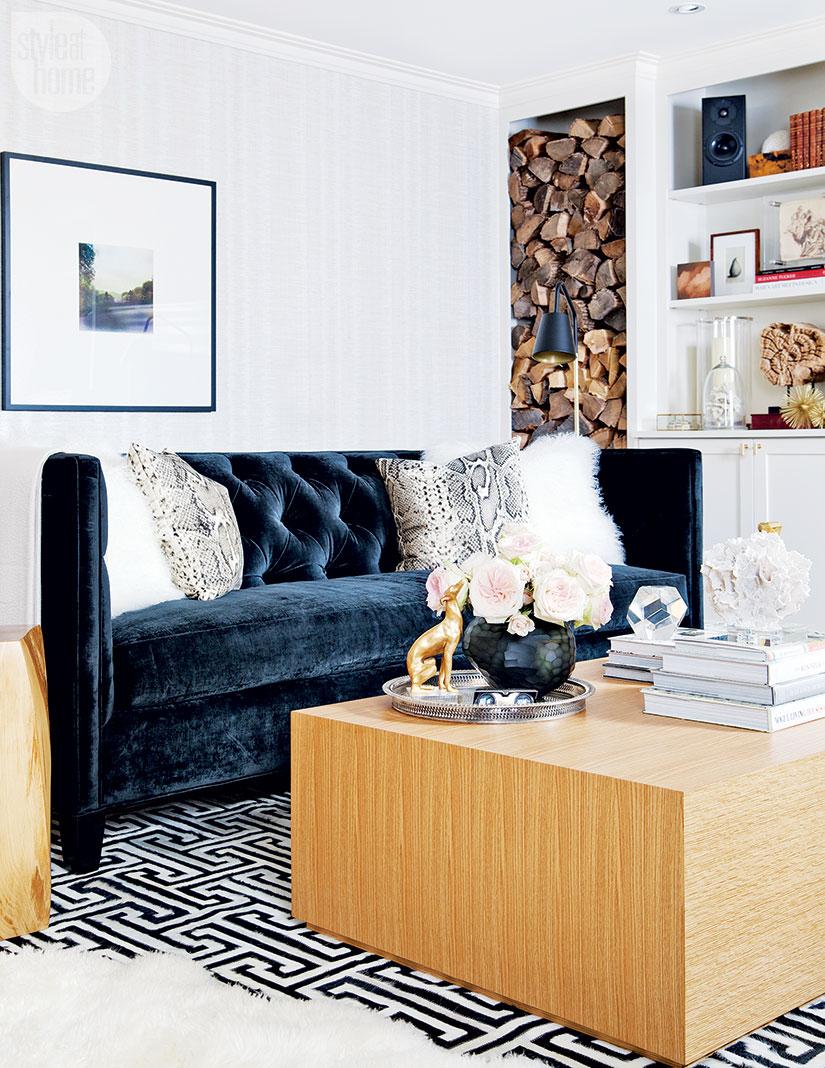 2-inspiração-do-dia-sala-de-tv-aconchegante-com-home-office