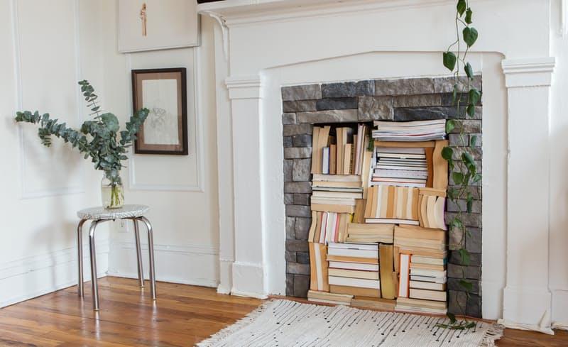3-maneiras-estilosas-de-expor-seus-livros-estantes