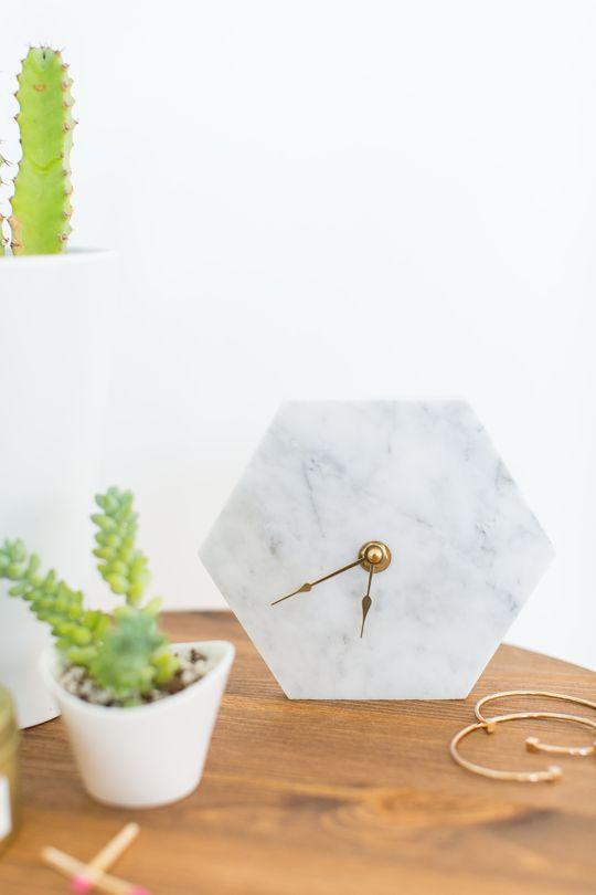 3-mármore-na-decoração-relógio