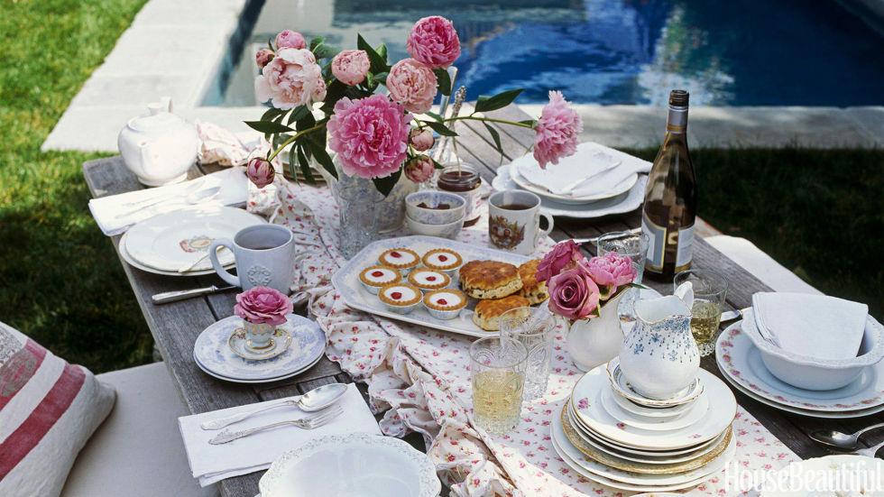 3-mesa-para-brunch-com-flores-rosas