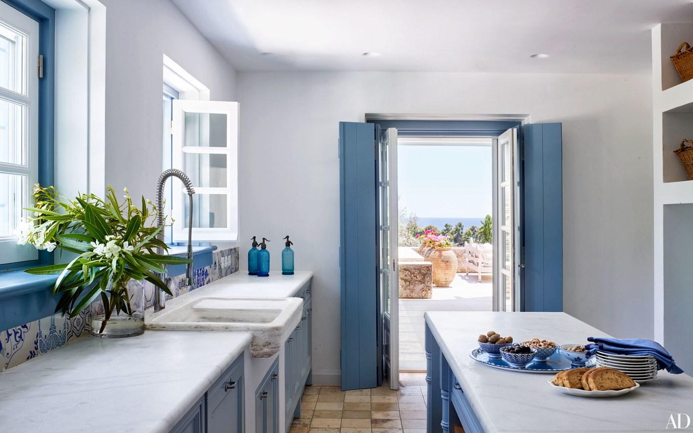 5-visita-guiada-casa-de-ferias-grega-investe-no-azul-claro-praiano