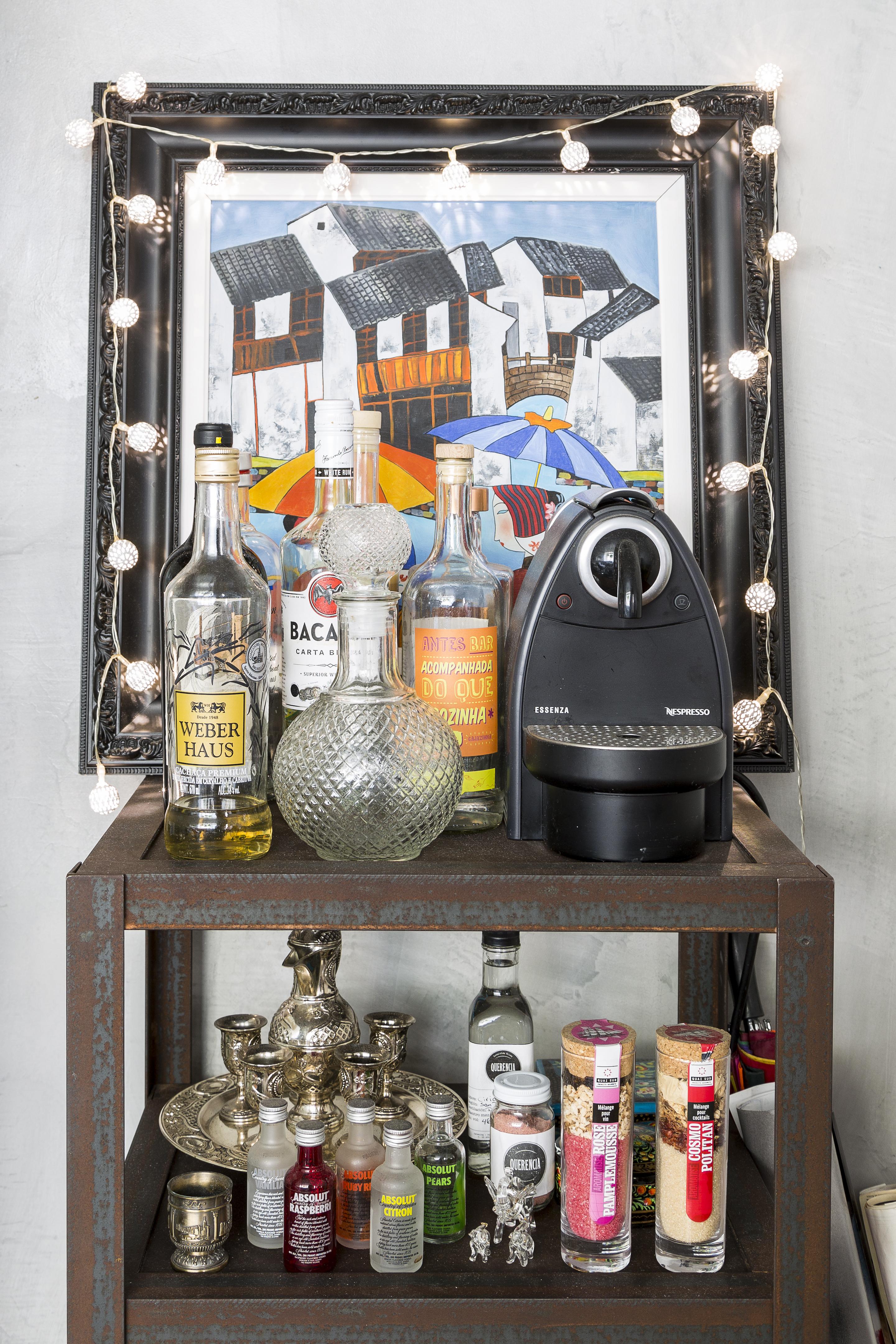 03-apartamento-eclético-Rodrigo-Cunha-detalhe-bar