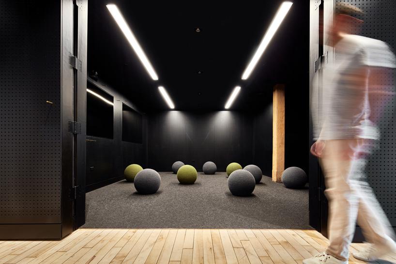 7-arquitetos-desenvolvem-espacoso-escritorio-em-chicago