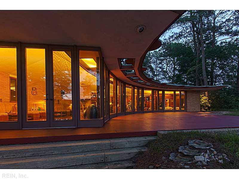 fachada-curva-de-vidro-Frank-Lloyd-Wright