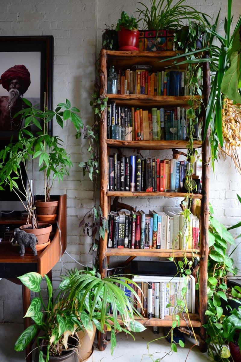 8-maneiras-estilosas-de-expor-seus-livros-estantes