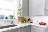 cozinha-reformada-com-bancada-e-backsplash-de-quartzo