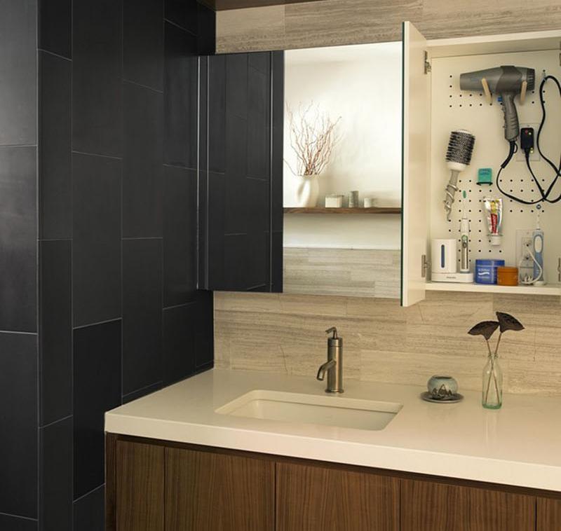 banheiro-com-pegboard-no-gabinete- Zero-Energy