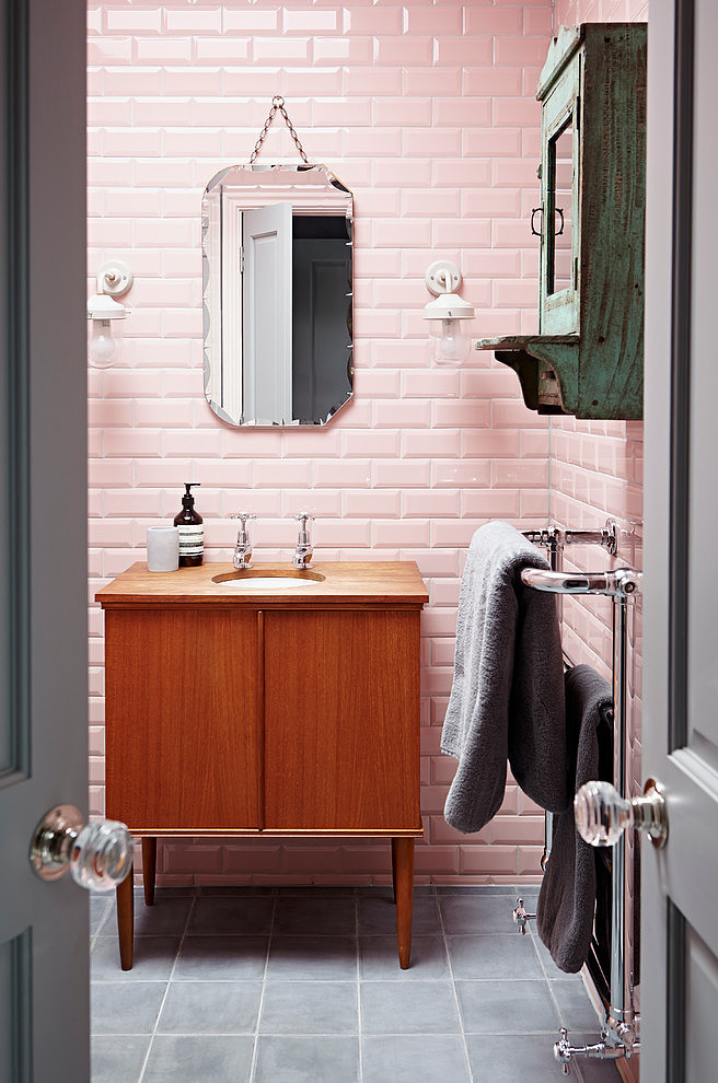 banheiro-industrial-estilkoso-cinza-subway-tiles-rosa-house-adore
