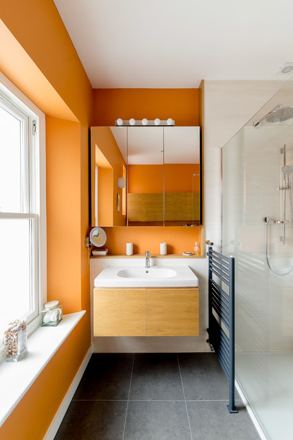 banheiro-minimalista-preto-branco-e-laranja