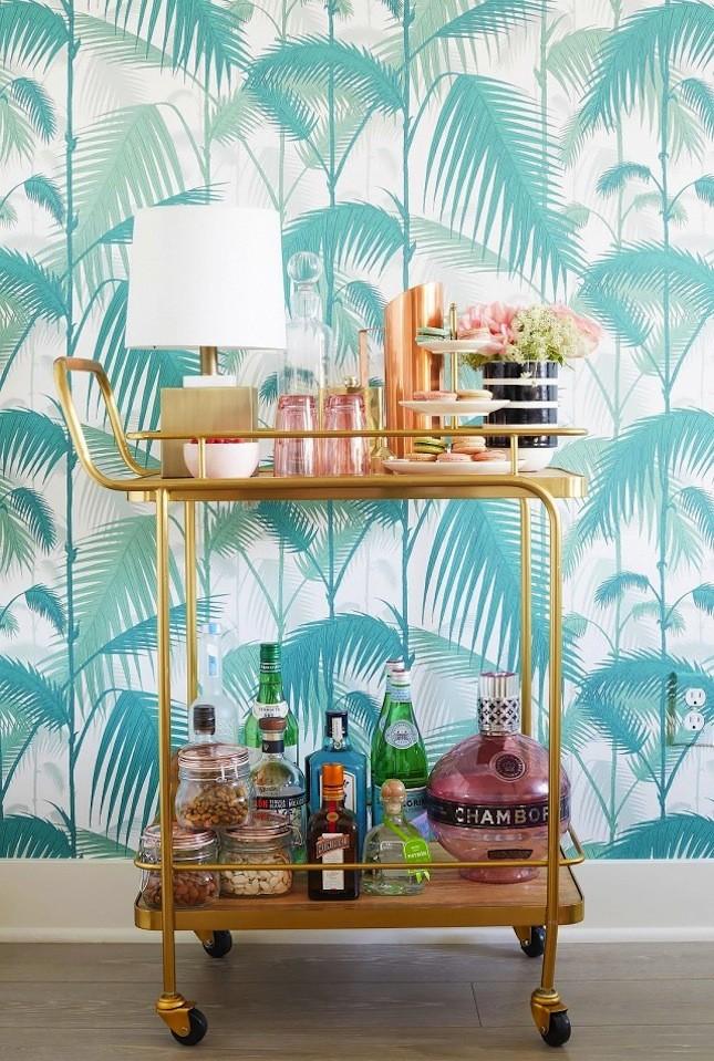 carrinho-de-bar-dourado-papel-de-parede-de-palmeiras-verde-agua