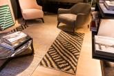 1-ambientes-de-casa-cor-sp-provam-que-as-sobreposicoes-de-tapetes-estao-com-tudo