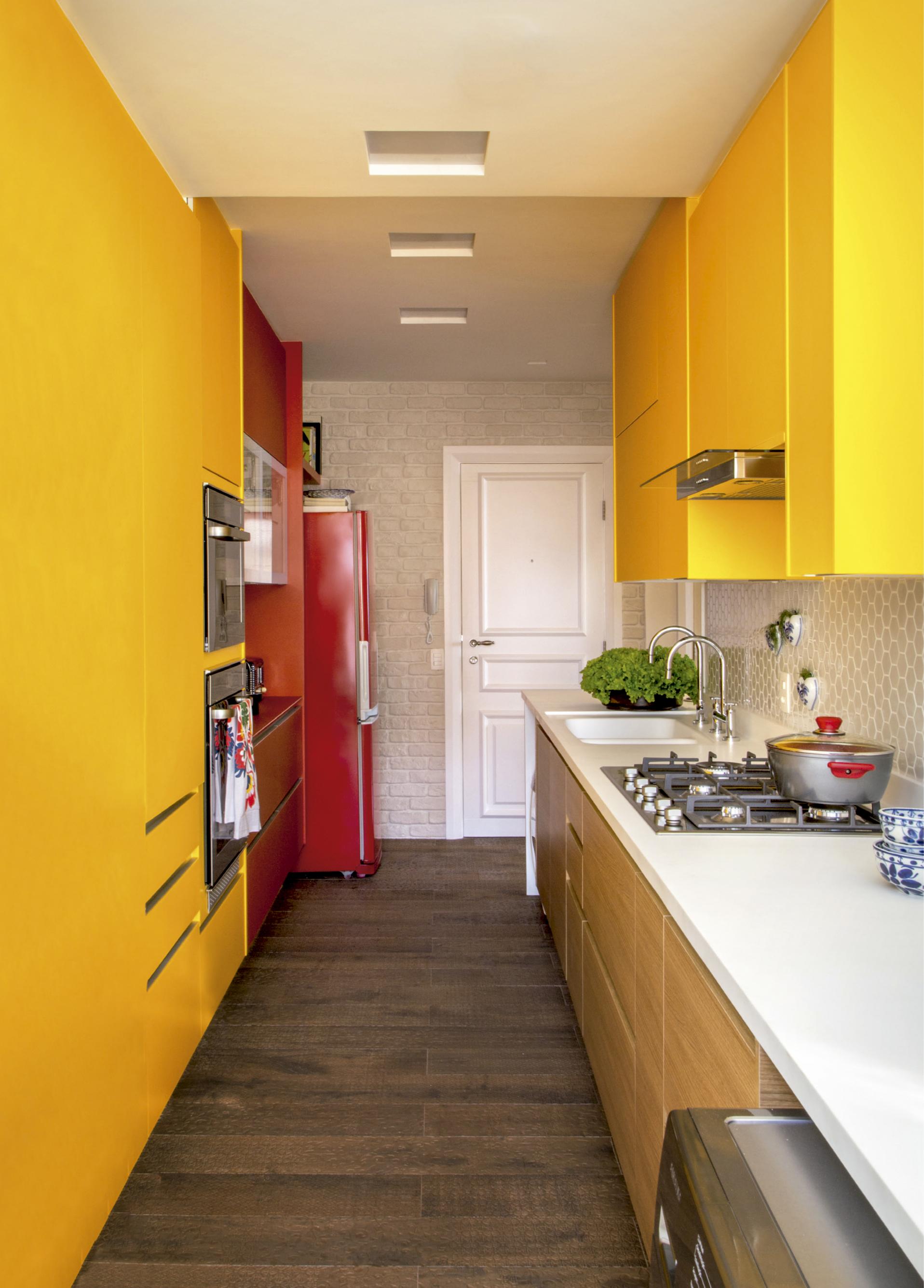 casa-claudia-cozinha-amarela-e-laranja