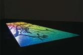 Acima, 2nd Light (2005-2007), projeção digital em vídeo de Paul Cha...