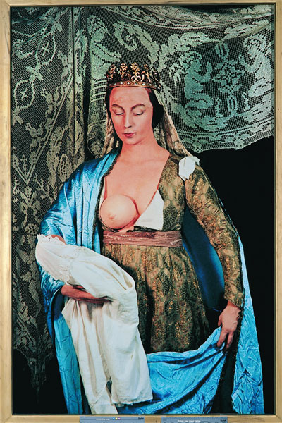 Acima, a fotografia Untitled # 216 (1989), de Cindy Sherman, baseada n...